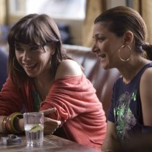 Sally Hawkins ed Alexis Zegerman in una scena di 'Happy Go-Lucky'