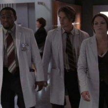 Dr House: Medical division, prima stagione - Foreman (Omar Epps), Chase (Jesse Spencer) e Cameron (Jennifer Morrison) in una scena tratta dal terzo episodio