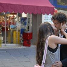 Nicolas Vaporidis con Valentina Izumì in una sequenza di Questa notte è ancora nostra
