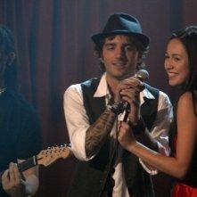 Nicolas Vaporidis e Valentina Izumì al microfono in un'immagine di Questa notte è ancora nostra