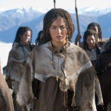 Camilla Belle (al centro) in una scena del film 10,000 AC