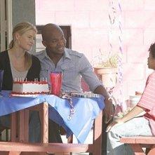 Heroes Vol. II - Episodio 8: D.L. (Leonard Roberts) e Niki (Ali Larter) festeggiano il compleanno di Micah (Noah Gray-Cabey)