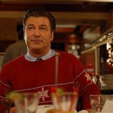 Alec Baldwin in una scena dell'episodio 'Ludachristmas Party' della seconda stagione di 30 Rock
