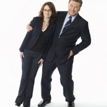 I protagonisti di 30 Rock, Alec Baldwin e Tina Fey, in un'immagine promozionale per 30 Rock
