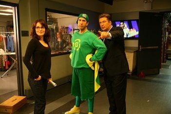 Tina Fey, David Schwimmer e Alec Baldwin in una scena dell'episodio 'Greenzo' della seconda stagione di 30 Rock