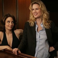 Tina Fey e Stephanie March in una scena dell'episodio 'Blind Date' della prima stagione di  30 Rock