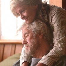 Una tenera immagine di Julie Christie e Gordon Pinsent nel film Away from Her - Lontano da lei