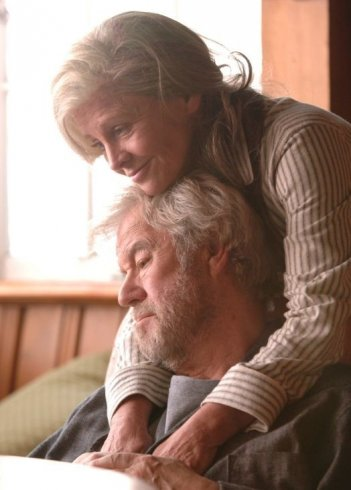 Una tenera immagine di Julie Christie e Gordon Pinsent nel film Away from Her - Lontano da lei