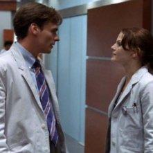 Dr House: Medical division, prima stagione - Wilson (Robert Sean Leonard) e Cameron (Jennifer Morrison) discutono in una scena dell'episodio 'Maternity'