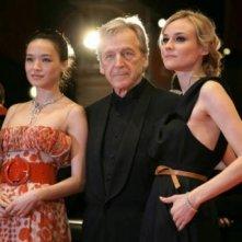 Il presidente della giuria della Berlinale numero 58, Costa-Gavras, con due splendide giurate, Shu Qi e Diane Kruger