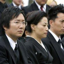 Heroes Volume II - Episodio 9: Hiro (Masi Oka) e Ando (James Kyson Lee) al funerale di Kaito Nakamura (George Takei)