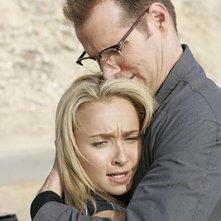 Heroes Volume II - Episodio 9: Noah (Jack Coleman) abbraccia Claire (Hayden Panettiere)