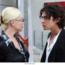 Paola Barale e Riccardo Scamarcio in un'immagine del film Colpo d'occhio