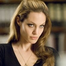 Angelina Jolie in una scena dell'action Wanted