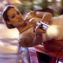Angelina Jolie più acrobatica che mai in una scena di Wanted
