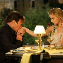 Carlo Verdone e Eva Riccobono in una scena del film Grande, grosso e... Verdone