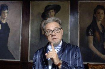 Carlo Verdone nei ruoli del Professore nel film Grande, grosso e... Verdone