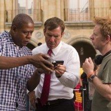 Forest Whitaker, Dennis Quaid e Pete Travis in una scena di Prospettive di un delitto