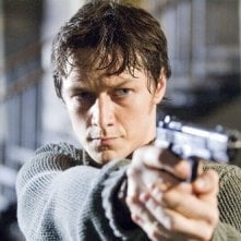 James McAvoy in una scena d'azione di Wanted