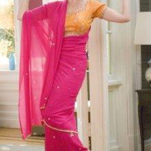 Katherine Heigl fasciata in un sari in una sequenza del film 27 volte in bianco
