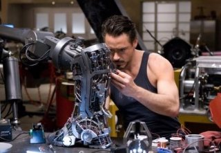 Robert Downey Jr. in una sequenza di Iron Man