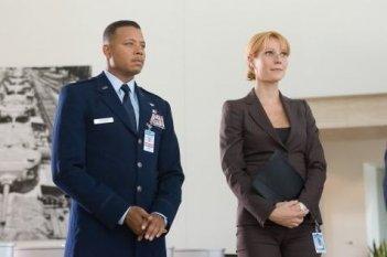 Terrence Howard con Gwyneth Paltrow in una sequenza di Iron Man