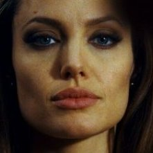 Un primo piano di Angelina Jolie in Wanted