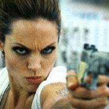 Una minacciosa Angelina Jolie in Wanted
