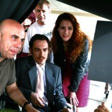 Elio Germano e Isabella Ragonese con Paolo Virzì sul set del film Tutta la vita davanti.