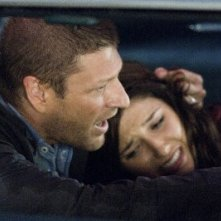 Sean Bean e Sophia Bush in una scena di The Hitcher