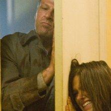 Sean Bean terrorizza Sophia Bush in una scena di The Hitcher