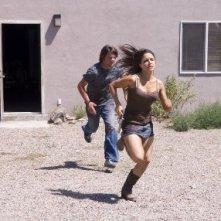 Sophia Bush e Zachary Knighton in una scena di The Hitcher