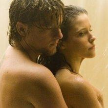 Zachary Knighton e Sophia Bush in una scena di The Hitcher