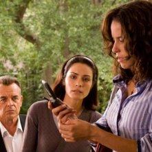 Ray Wise, Ana Claudia Talancon e Shannyn Sossamon in una scena di Chiamata senza risposta