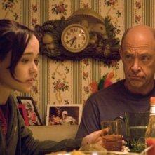 Ellen Page e J. K. Simmons in una scena del film Juno