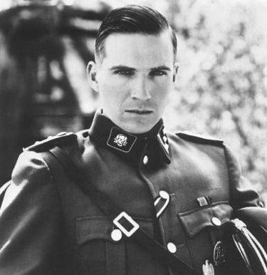 Ralph Fiennes interpreta Amon Goeth in Schindler's list