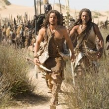 Steven Strait e Cliff Curtis in un'immagine del film 10,000 AC
