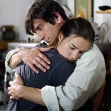 Kasia Smutniak con Marco Foschi in una sequenza del film Nelle tue mani