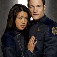 Grace Park e Tahmoh Penikett in una foto promozionale per la quarta stagione di Battlestar Galactica