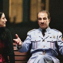 Ronit Elkabetz e Sasson Gabai in una scena del film La banda, diretto da Eran Kolirin