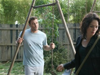Brian Austin Green e Lena Headey in 'The Demon Hand', settimo episodio di Sarah Connor Chronicles