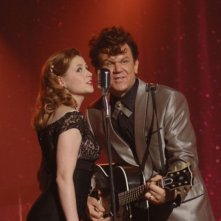 John C. Reilly e Jenna Fischer in una scena film Walk Hard, The Dewey Cox Story