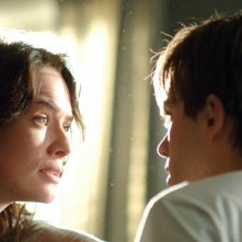 Lena Headey e Thomas Dekker in una scena del Pilot di Sarah Connor Chronicles