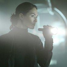 Lena Headey in una scena di 'Vick's Chip', ottavo episodio di Sarah Connor Chronicles