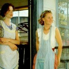 Mary Stuart Masterson e Mary-Louise Parker in una sequenza di Pomodori verdi fritti alla fermata del treno