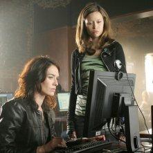 Summer Glau e Lena Headey in una scena di 'What He Beheld', nono episodio di Sarah Connor Chronicles