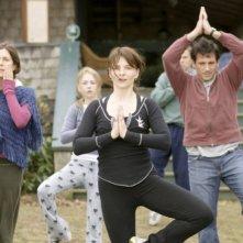Juliette Binoche (al centro) in una scena della commedia L'amore secondo Dan
