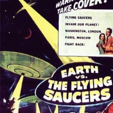 La locandina di La terra contro i dischi volanti