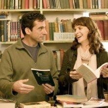 Steve Carell con Juliette Binoche in una scena del film L'amore secondo Dan