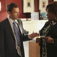 Jonny Lee Miller e Loretta Devine nell'episodio Freedom di Eli Stone
